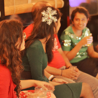 team-celebrating-christmas-at-office